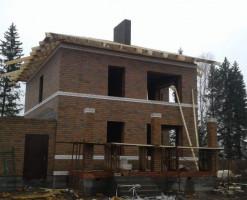 Коричневый дом 182 кв.м. в стиле Райт плюс встроенный гараж на одну машину
