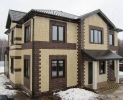 Дом облицован плиткой