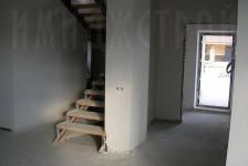 Установлена лестница на второй этаж