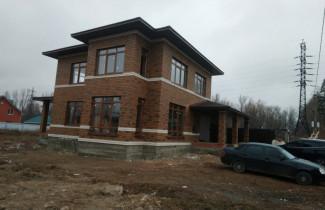 Коричневый дом 130 кв.м. плюс встроенный гараж на одну машину