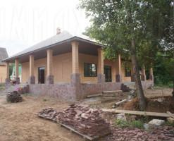 Широкий дом в лесу
