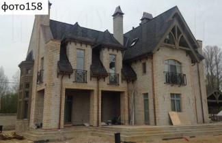 Большая стройка дома в виде замка
