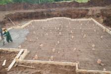 Строительство большого дома с цоколем